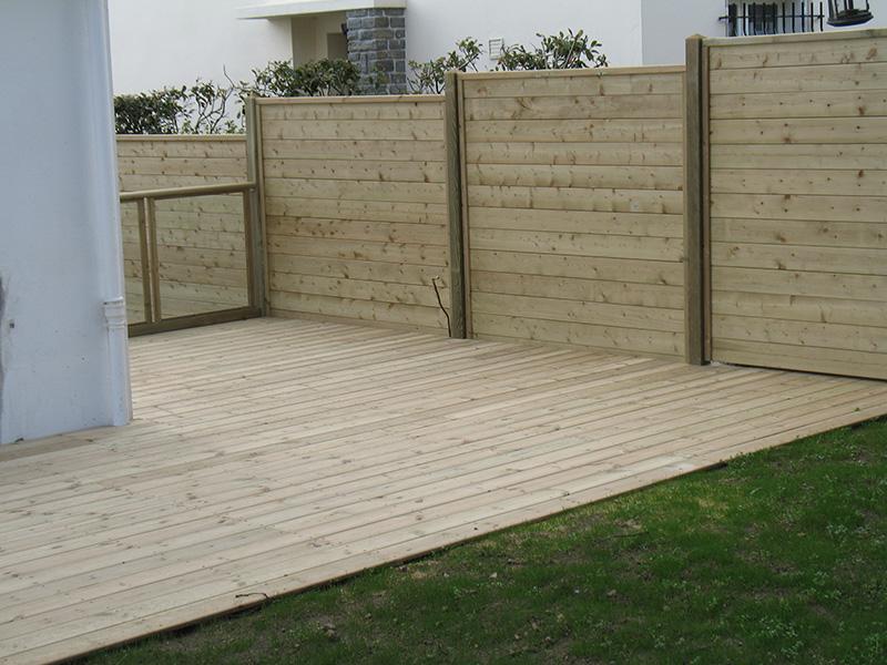 Image 21 - Création sur terre d'une terrasse en pin traité classe 4 avec réalisation d'une palissade en lames bouvetées