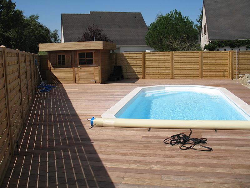 Image 20 - Habillage d'une dalle en ipé pour plage piscine avec réalisation d'un local technique et d'une palissade en panneaux Audenge