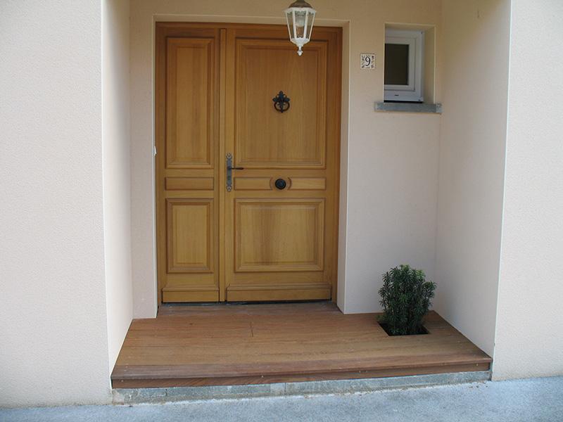 Image 16 - Habillage de dalle pour porte d'entrée et création sur terre d'une terrasse en ipé avec réhausse pour recouvrement des seuils
