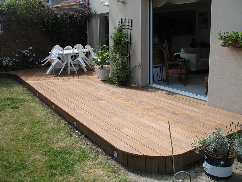 Image 17 - Habillage de dalle pour porte d'entrée et création sur terre d'une terrasse en ipé avec réhausse pour recouvrement des seuils