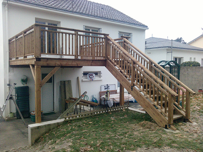 Image 23 - Idéal pour les maisons Nantaises - création d'une terrasse surélevée, en pin traité classe 4, avec escalier pour accès direct de la partie habitable au jardin