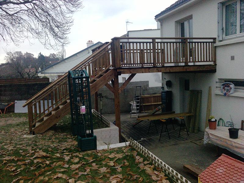 Image 24 - Idéal pour les maisons Nantaises - création d'une terrasse surélevée, en pin traité classe 4, avec escalier pour accès direct de la partie habitable au jardin