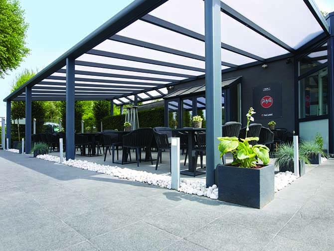 pergolas en aluminium couverte environnement bois. Black Bedroom Furniture Sets. Home Design Ideas